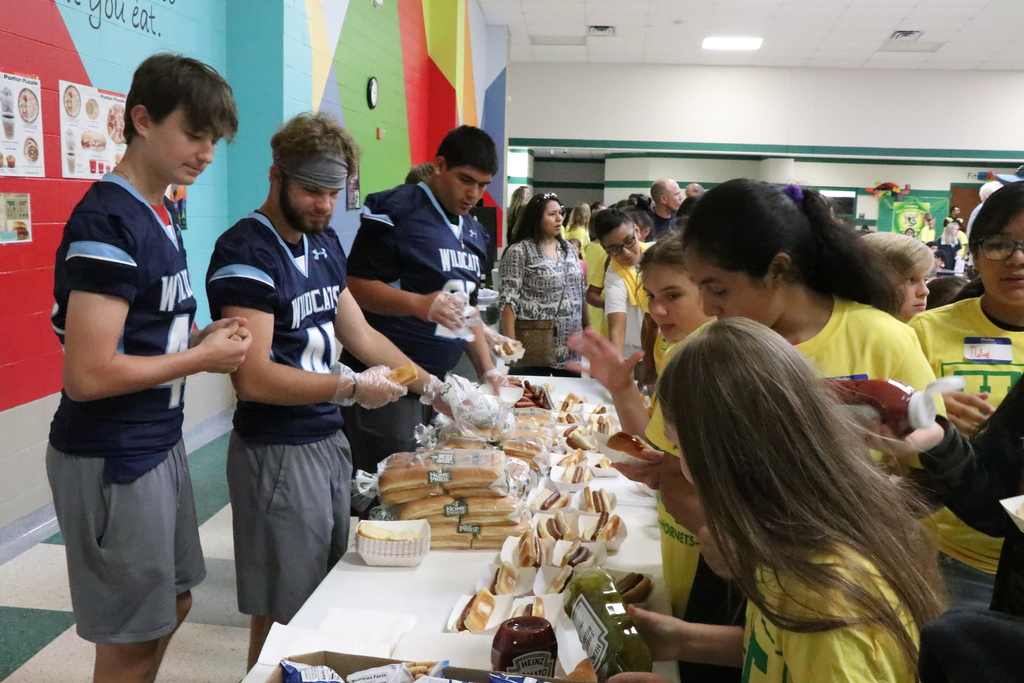 Wildcats Serve Lunch at Tyson MS
