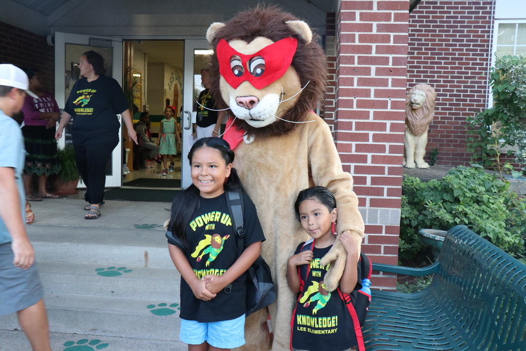 Lee Lion greeter