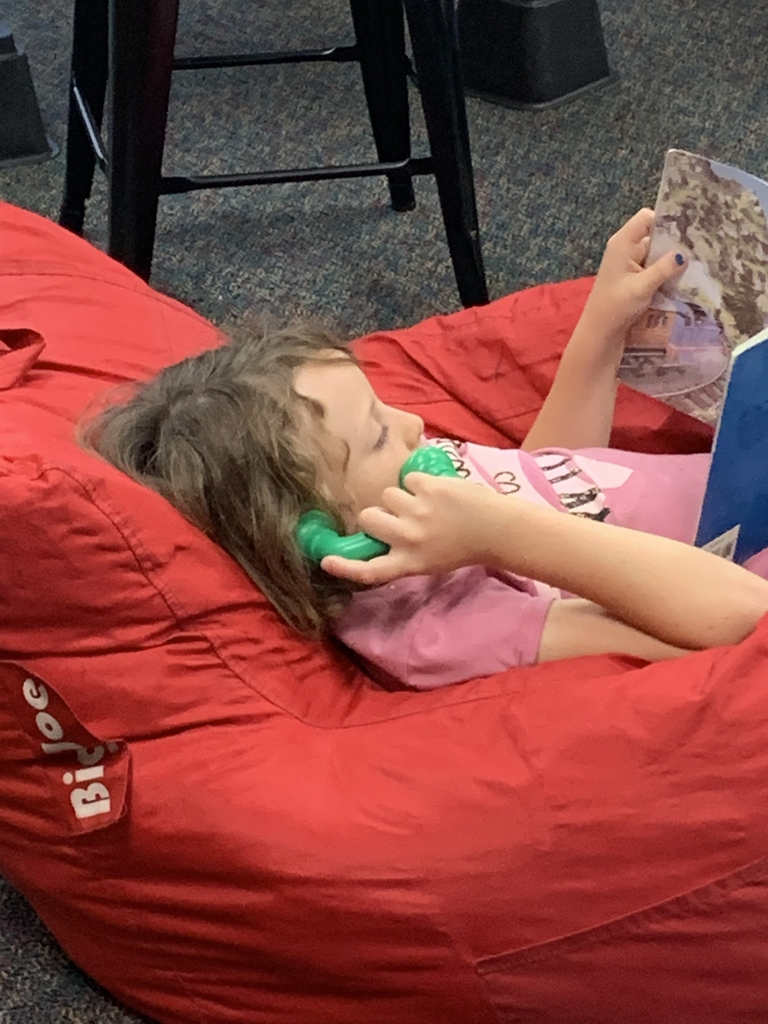 "Reading with a ""phone"" in 2nd grade"