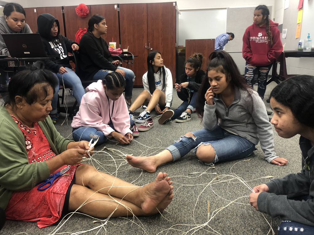 Carlnis Jerry from the Marshallese Education Initiative and her mom came to teach the Community Service and Leadership girls group how to make traditional Marshallese jewelry. These necklaces will be given to guest speakers as thank you gifts. ☀️