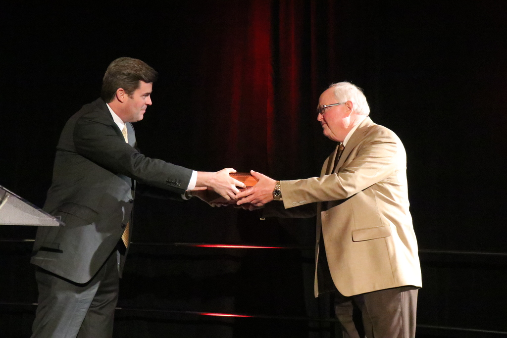Dr. Jim Rollins receives Economics Arkansas Award